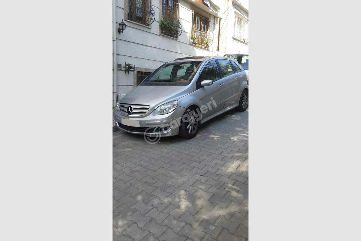 Mercedes - Benz B Efeler Kiralık Araç 1. Fotoğraf