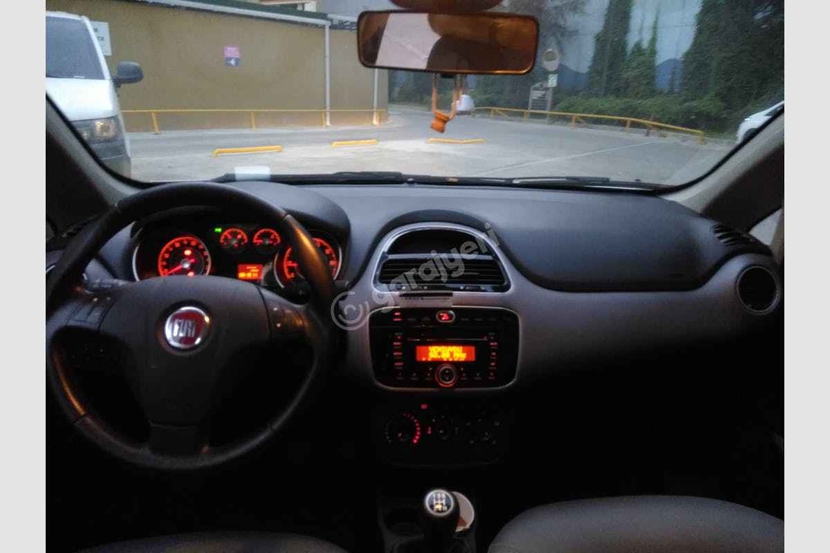 Fiat Linea Küçükçekmece Kiralık Araç 7. Fotoğraf