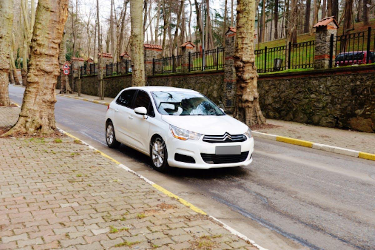 Citroën C4 Kadıköy Kiralık Araç 1. Fotoğraf