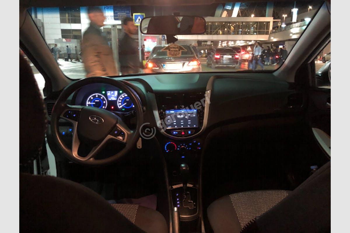 Hyundai Accent Blue Üsküdar Kiralık Araç 1. Fotoğraf