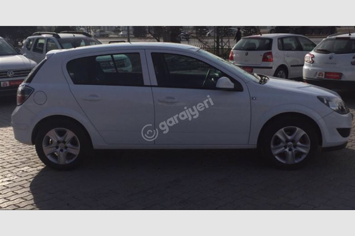 Opel Astra Karatay Kiralık Araç 3. Fotoğraf
