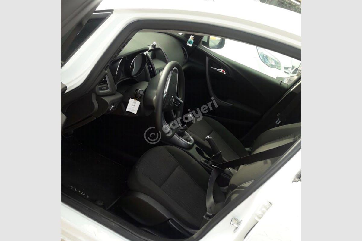 Opel Astra Sedan Kadıköy Kiralık Araç 2. Fotoğraf