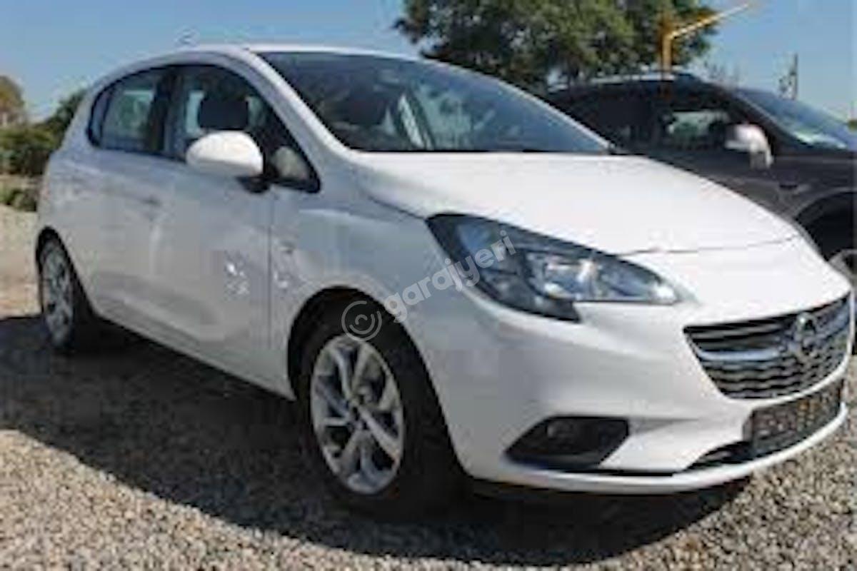 Opel Corsa Zeytinburnu Kiralık Araç 1. Fotoğraf