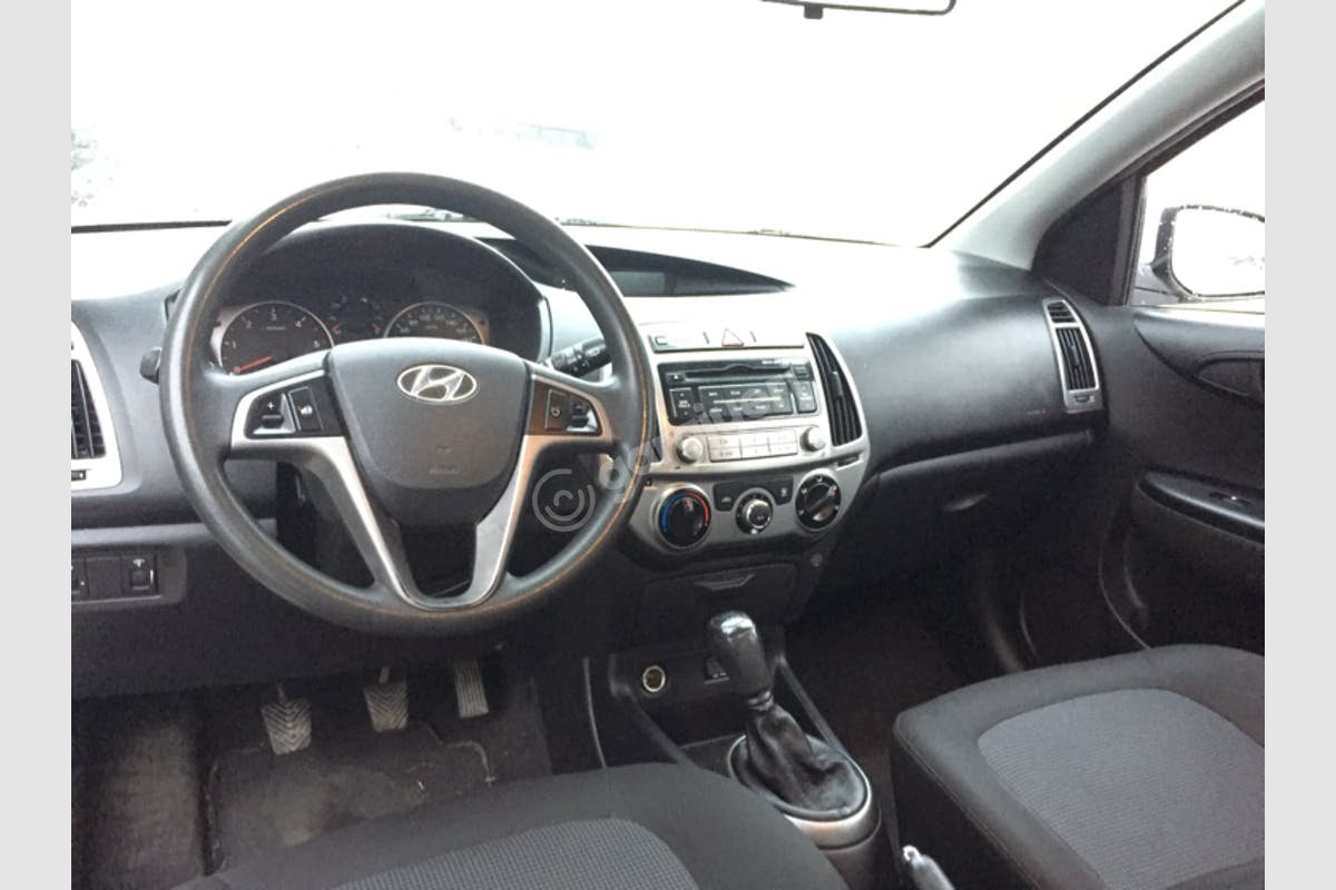 Hyundai i20 Pendik Kiralık Araç 8. Fotoğraf