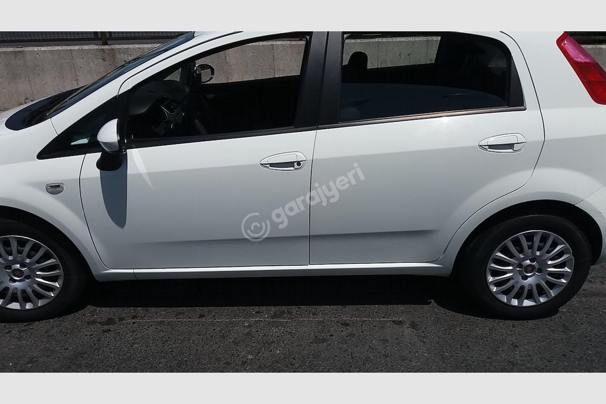 Fiat Punto Küçükçekmece Kiralık Araç 7. Fotoğraf
