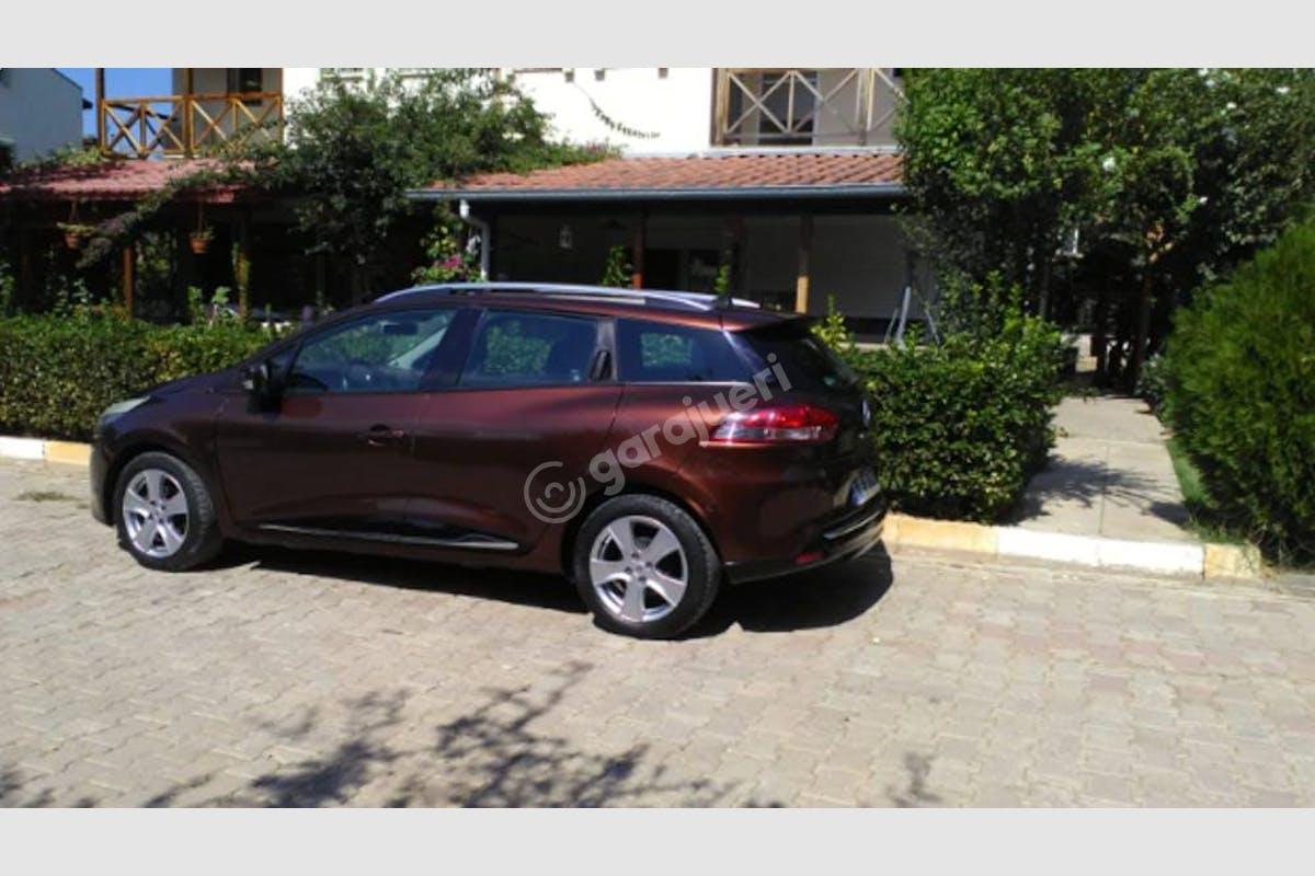 Renault Clio Karşıyaka Kiralık Araç 2. Fotoğraf