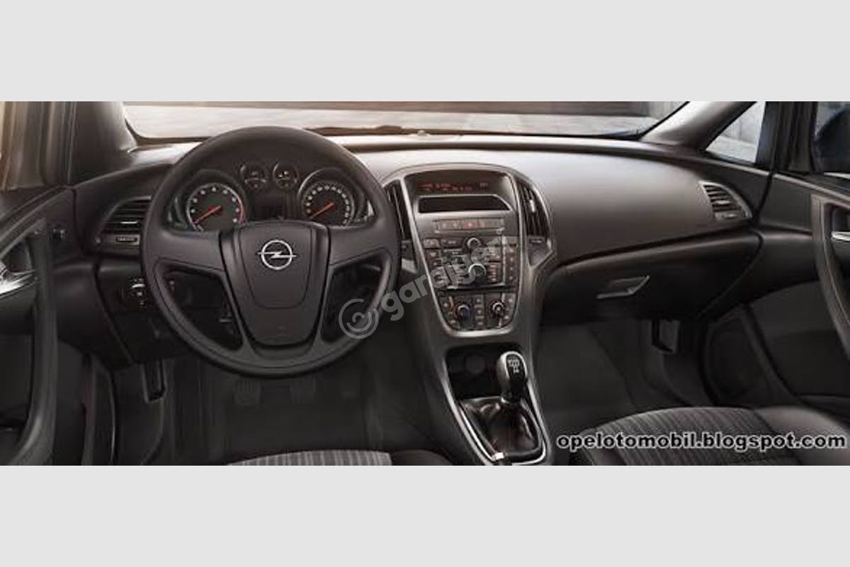 Opel Astra Sedan Merkez Kiralık Araç 5. Fotoğraf