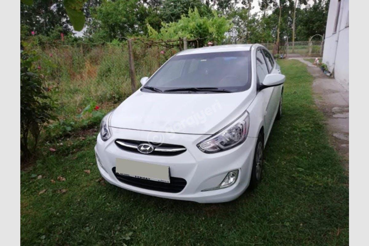 Hyundai Accent Blue Adapazarı Kiralık Araç 2. Fotoğraf