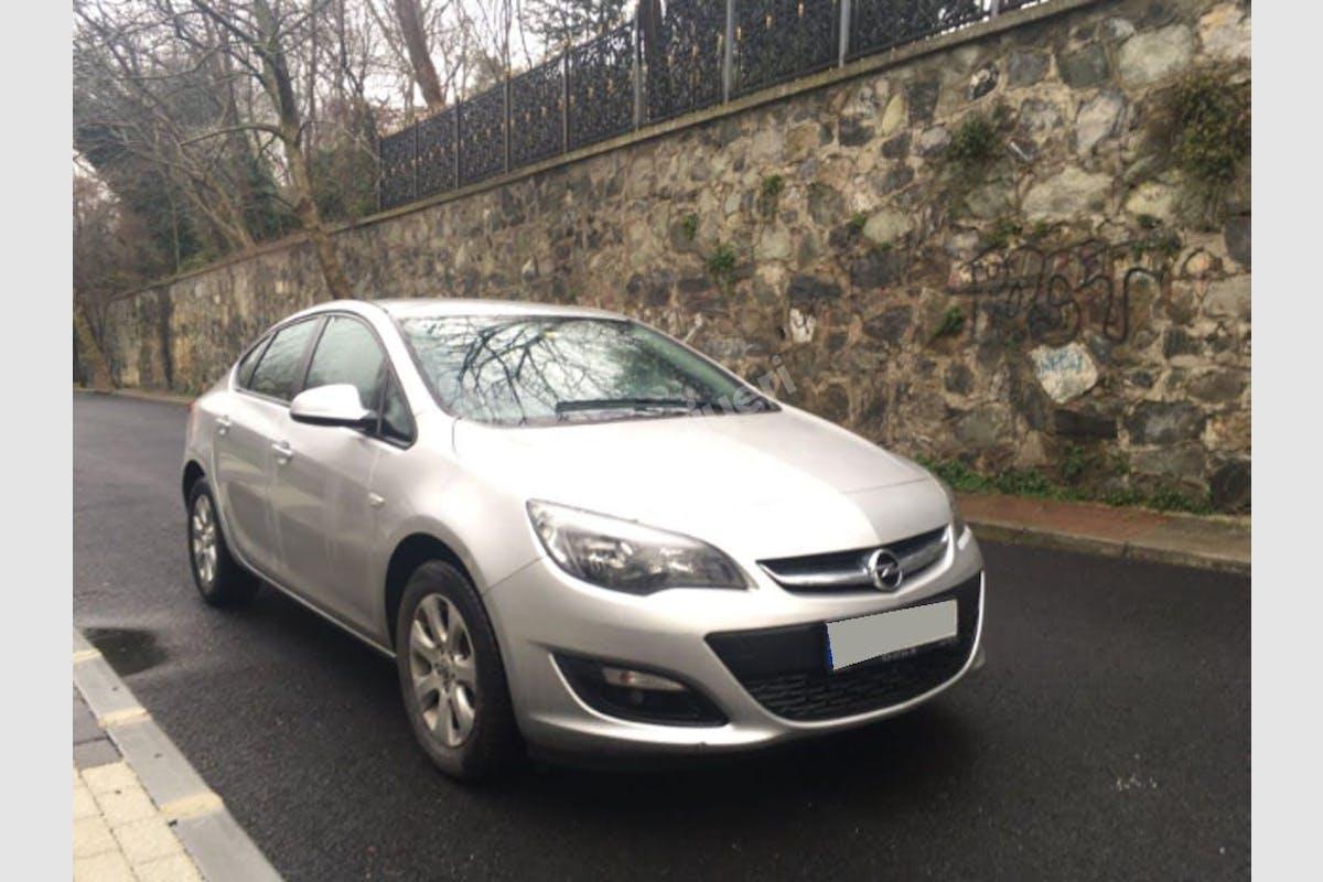 Opel Astra Sarıyer Kiralık Araç 7. Fotoğraf