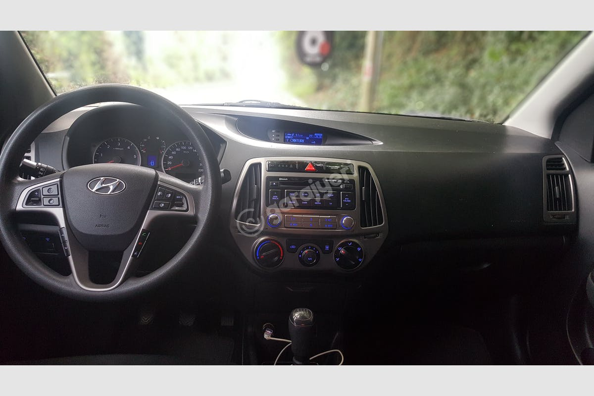 Hyundai i20 Sarıyer Kiralık Araç 3. Fotoğraf