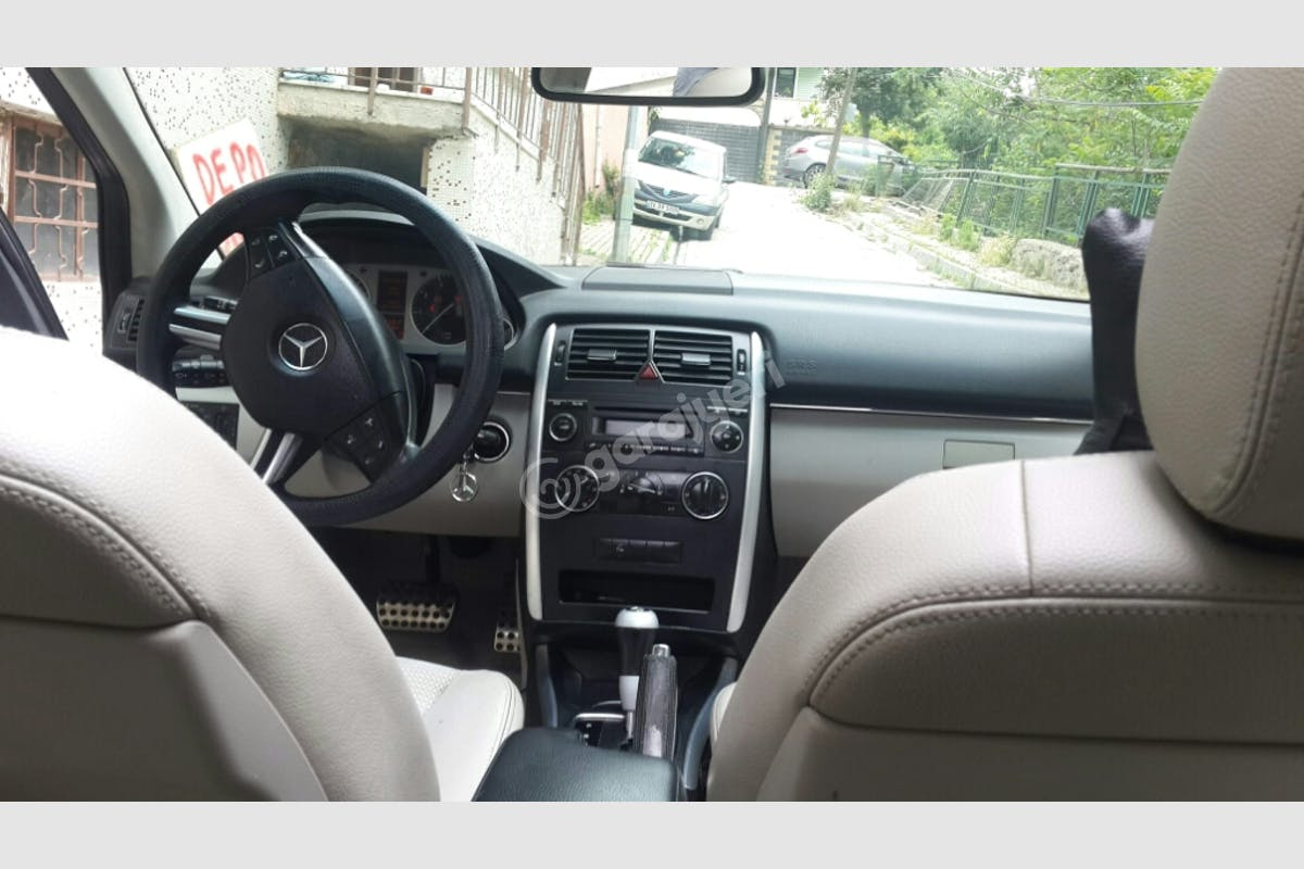 Mercedes - Benz B Efeler Kiralık Araç 3. Fotoğraf