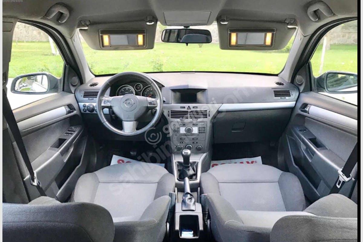 Opel Astra Başiskele Kiralık Araç 2. Fotoğraf