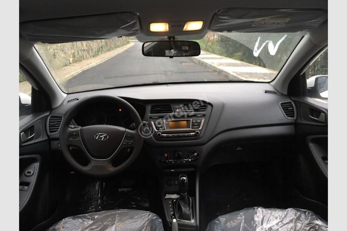 Hyundai i20 Sarıyer Kiralık Araç 4. Fotoğraf