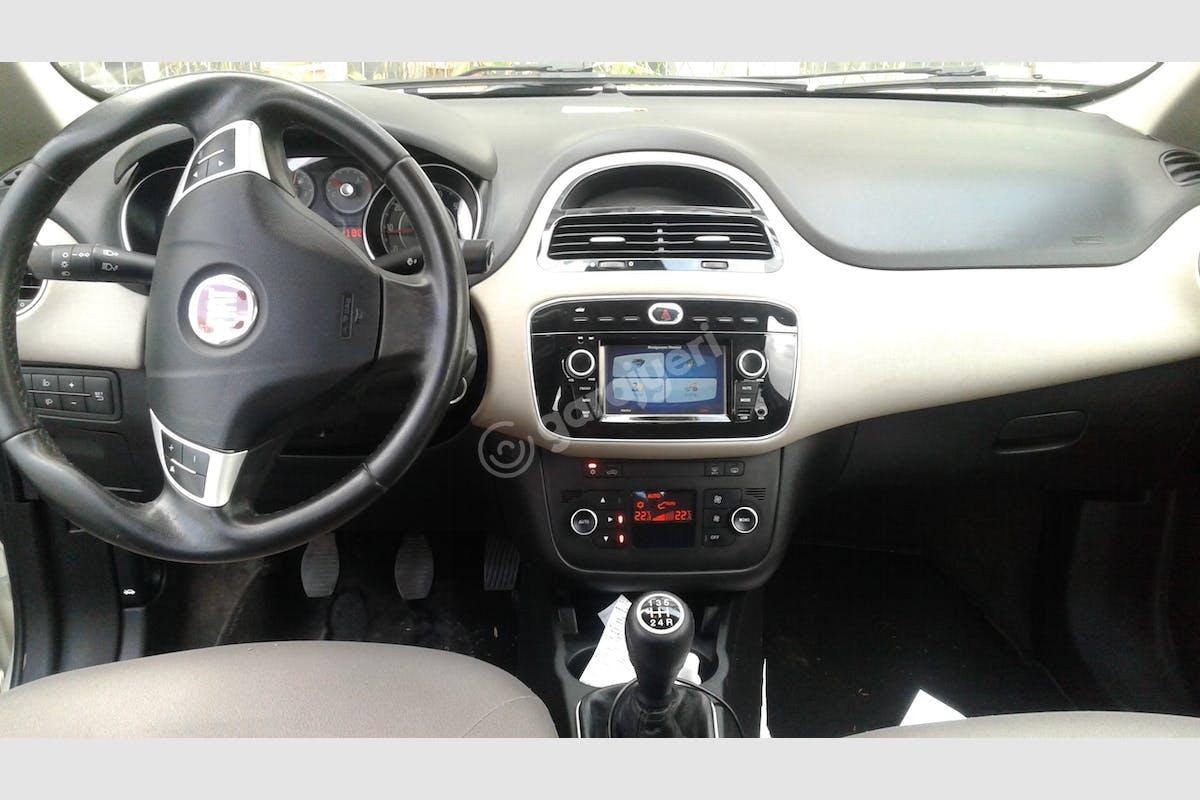 Fiat Linea Küçükçekmece Kiralık Araç 3. Fotoğraf