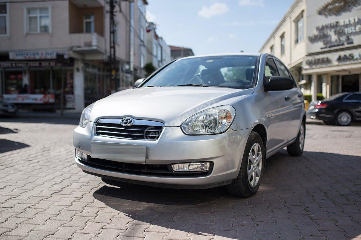 Hyundai Accent Bahçelievler Kiralık Araç 1. Fotoğraf