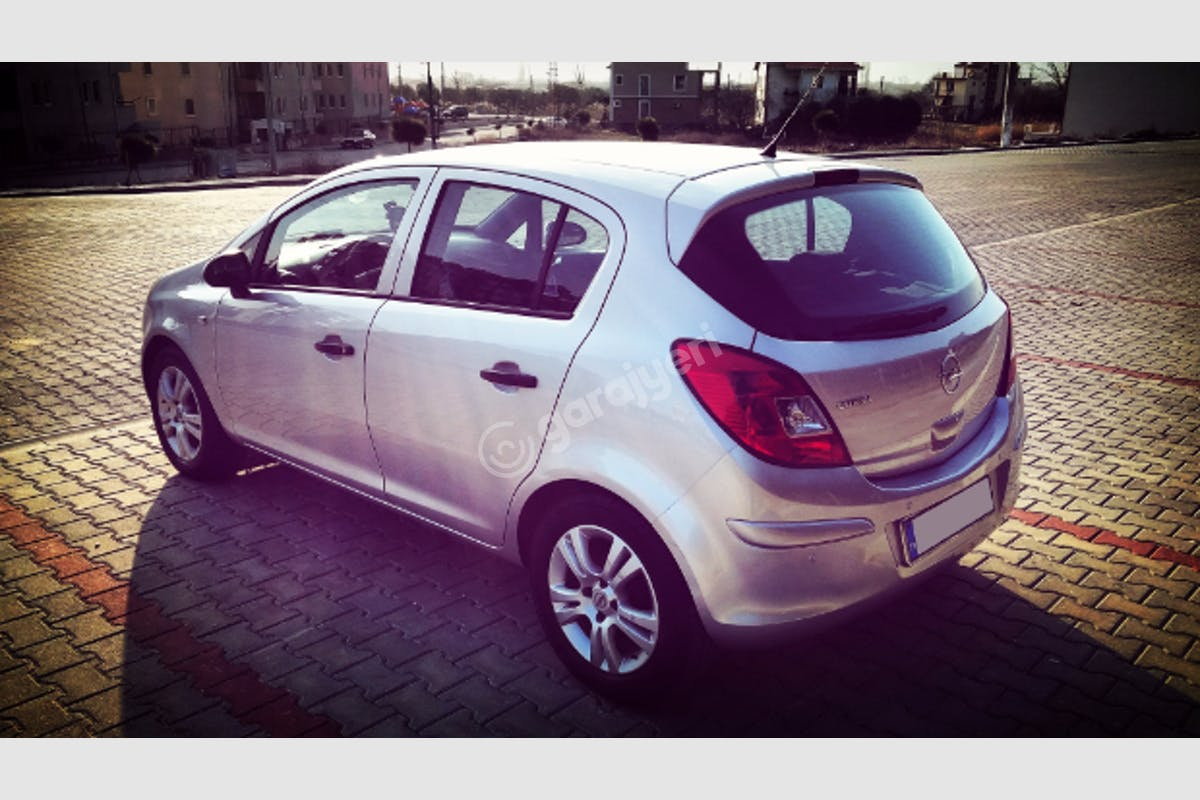 Opel Corsa Merkez Kiralık Araç 4. Fotoğraf
