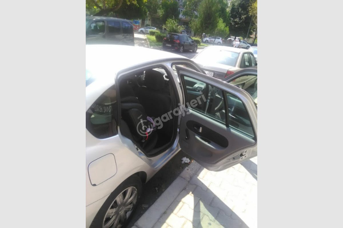 Renault Symbol Bayraklı Kiralık Araç 5. Fotoğraf