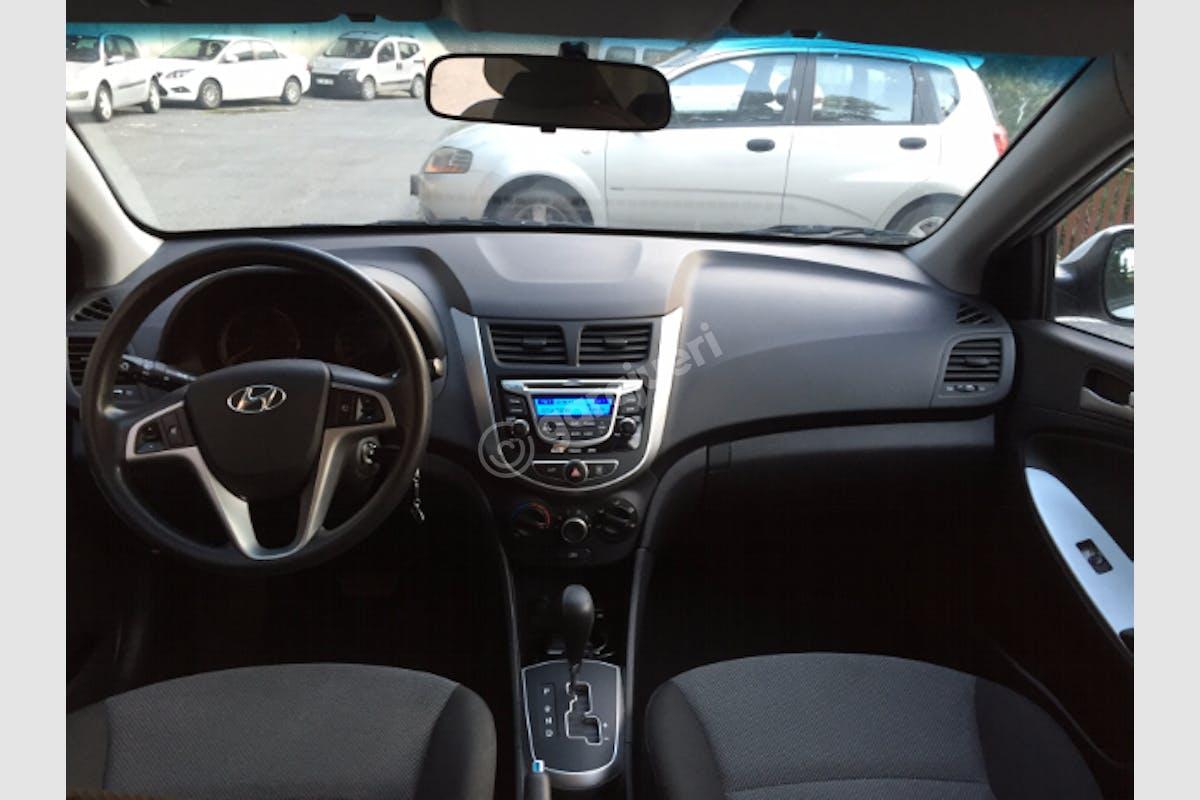 Hyundai Accent Blue Beşiktaş Kiralık Araç 2. Fotoğraf