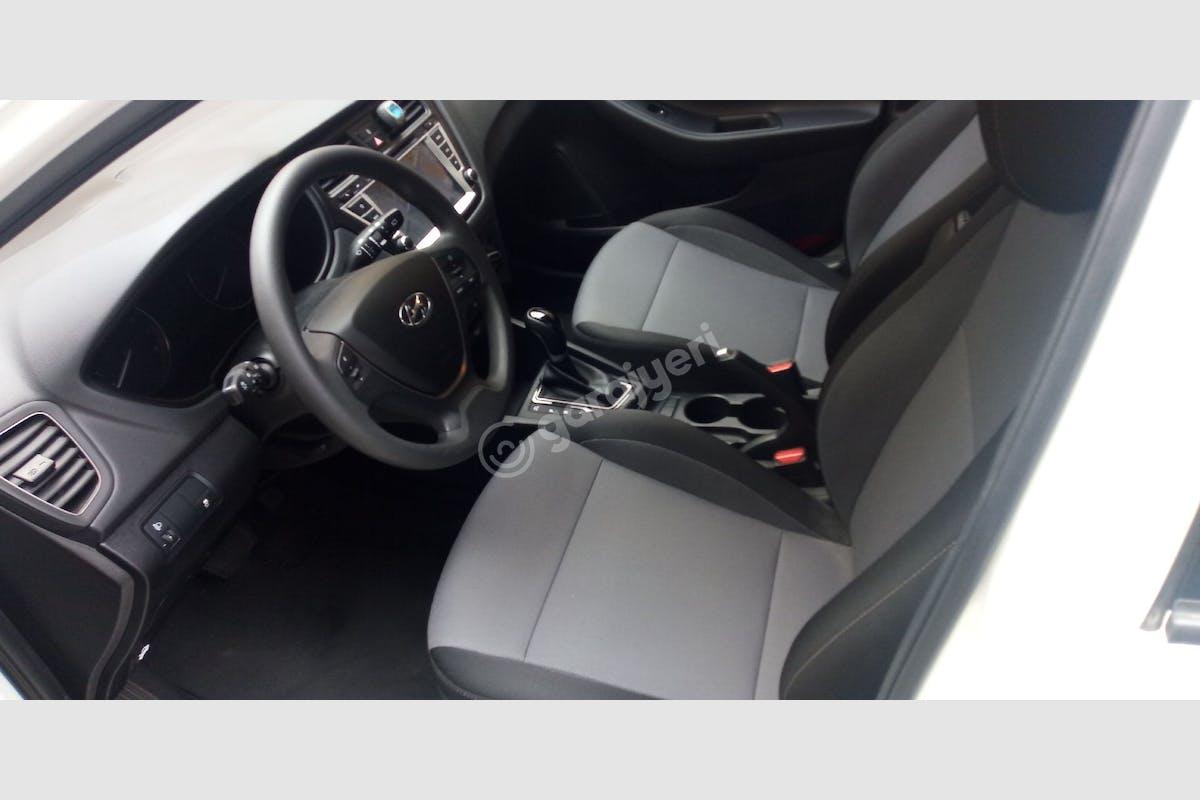 Hyundai i20 Esenyurt Kiralık Araç 8. Fotoğraf