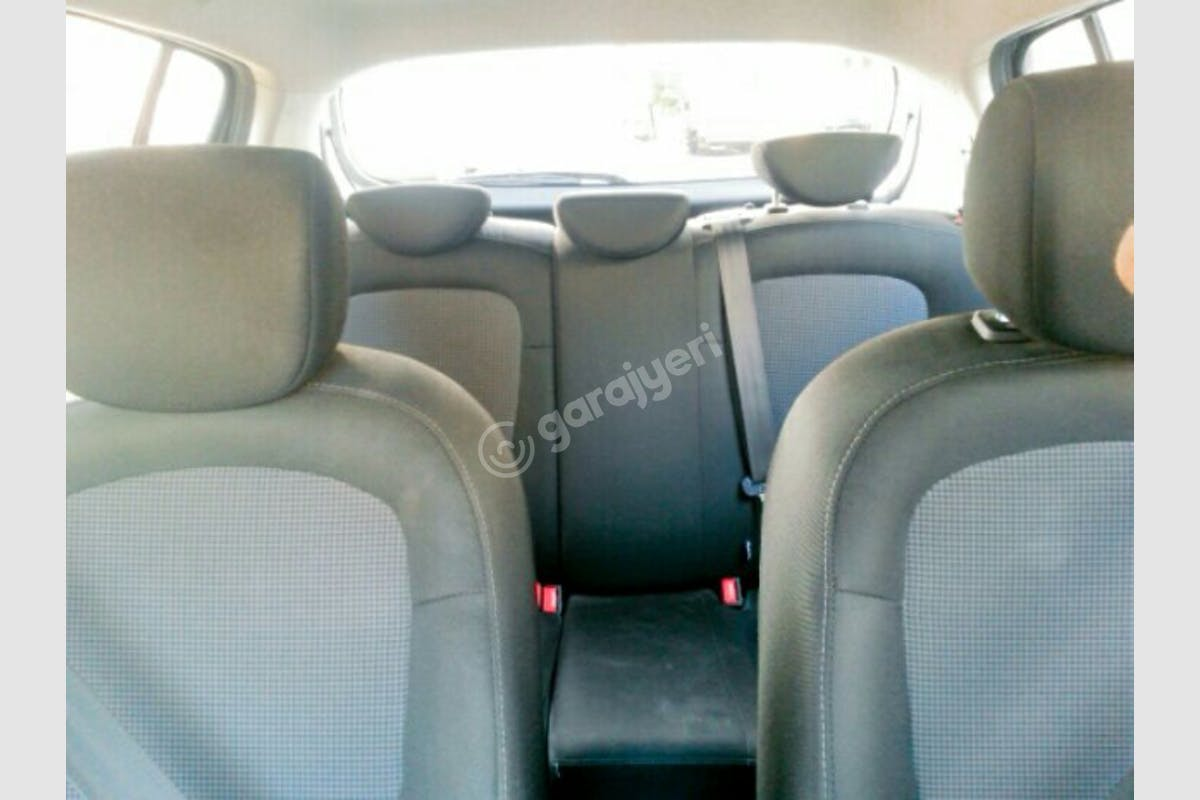 Hyundai i20 Eyüp Kiralık Araç 4. Fotoğraf