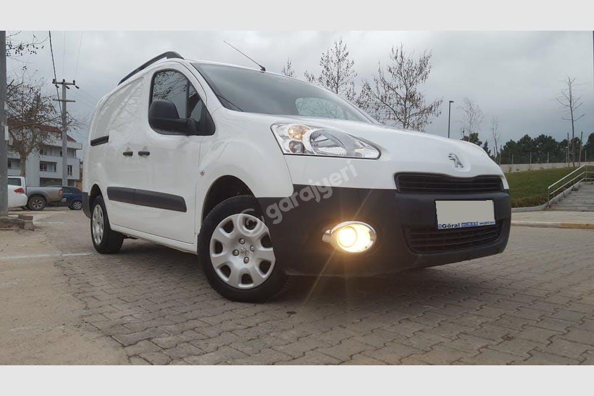 Peugeot Partner Başiskele Kiralık Araç 1. Fotoğraf