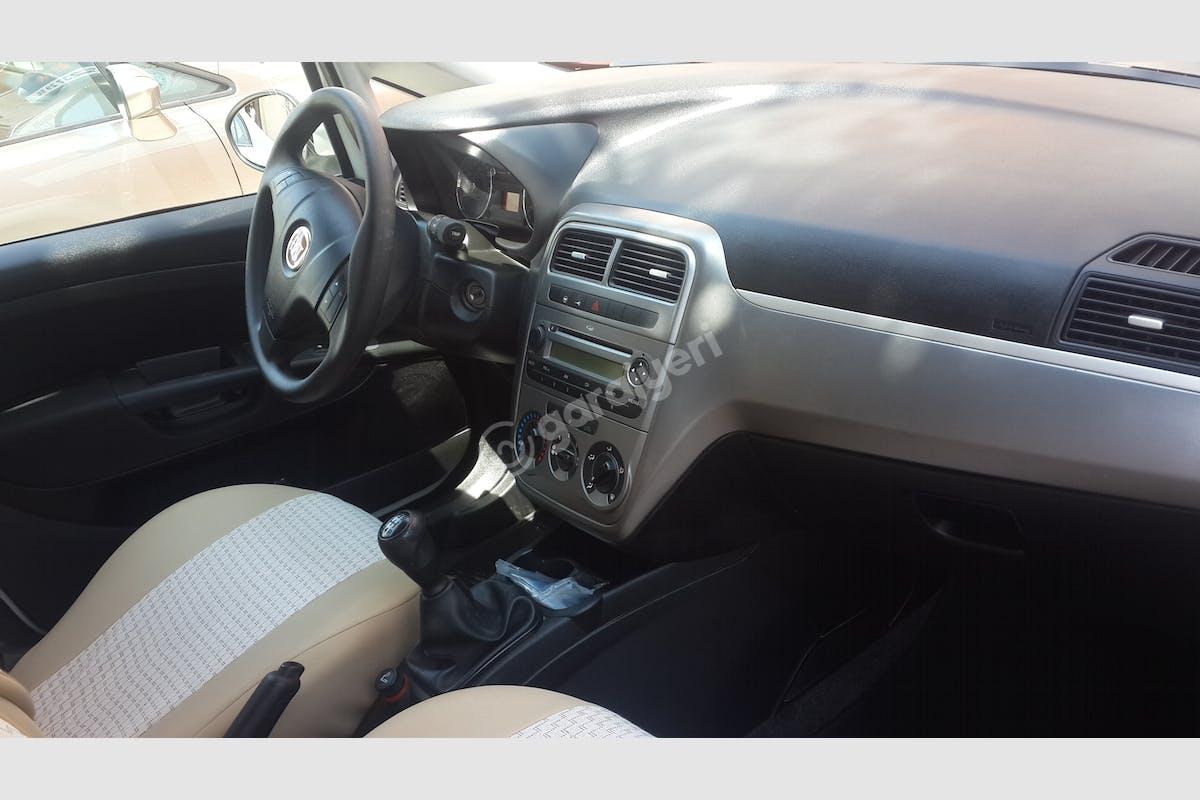 Fiat Punto Akdeniz Kiralık Araç 2. Fotoğraf