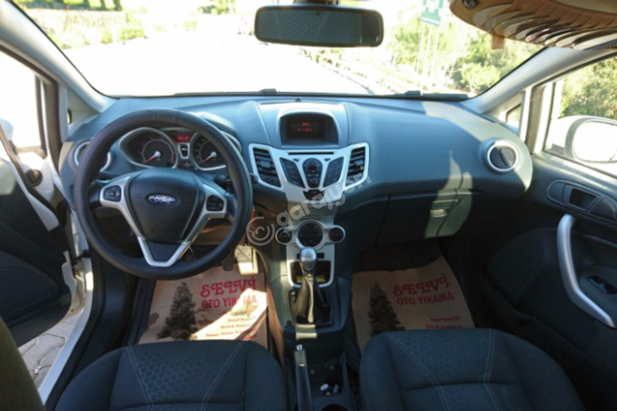 Ford Fiesta Bodrum Kiralık Araç 2. Fotoğraf