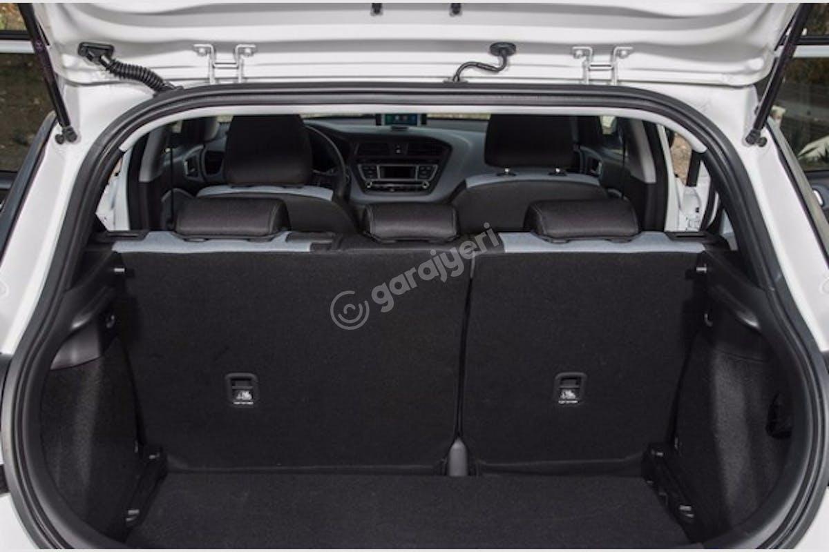 Hyundai i20 Üsküdar Kiralık Araç 3. Fotoğraf