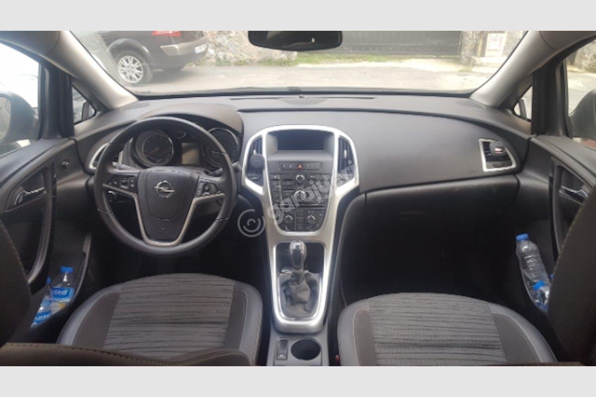 Opel Astra Sedan Beykoz Kiralık Araç 3. Fotoğraf