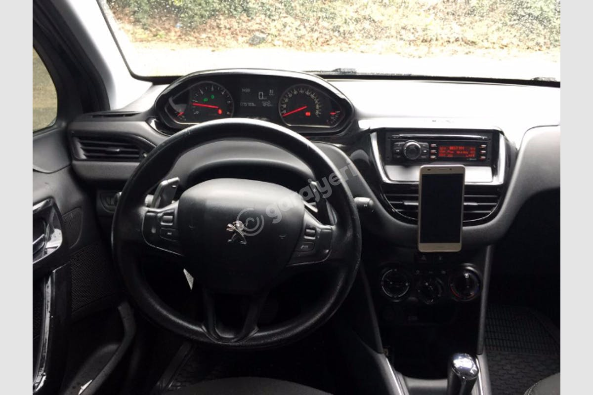 Peugeot 208 Kartal Kiralık Araç 6. Fotoğraf