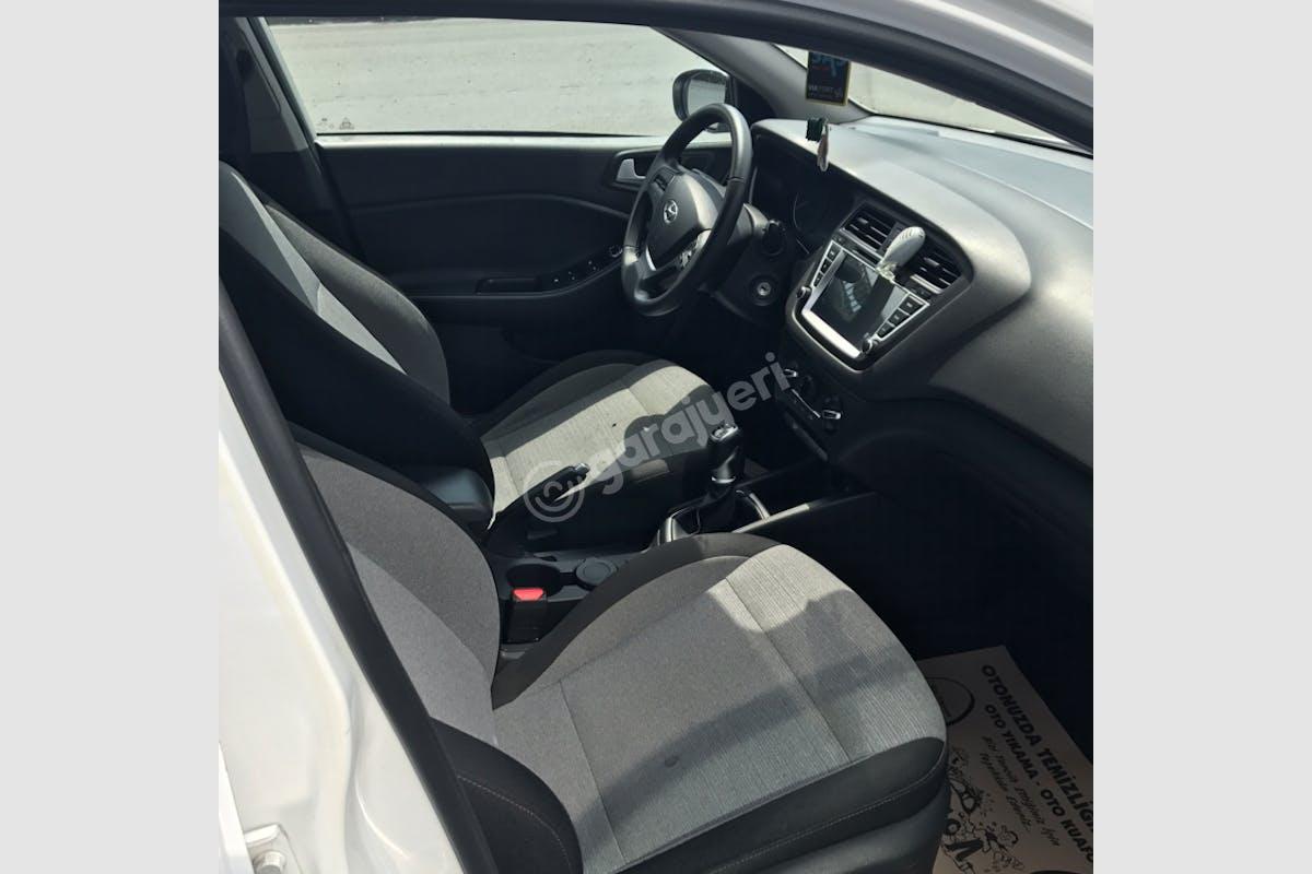Hyundai i20 Şişli Kiralık Araç 12. Fotoğraf