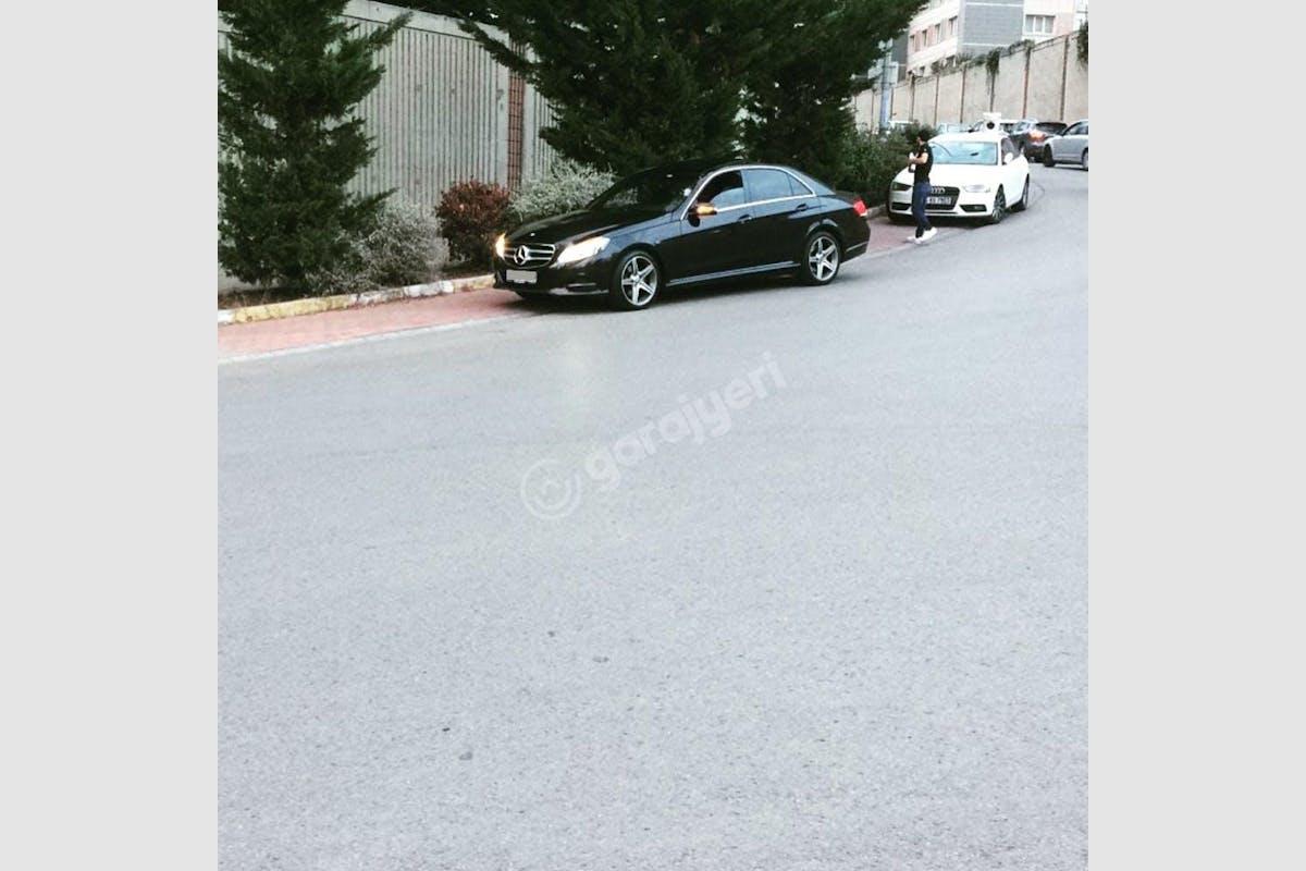 Mercedes - Benz E Ümraniye Kiralık Araç 2. Fotoğraf