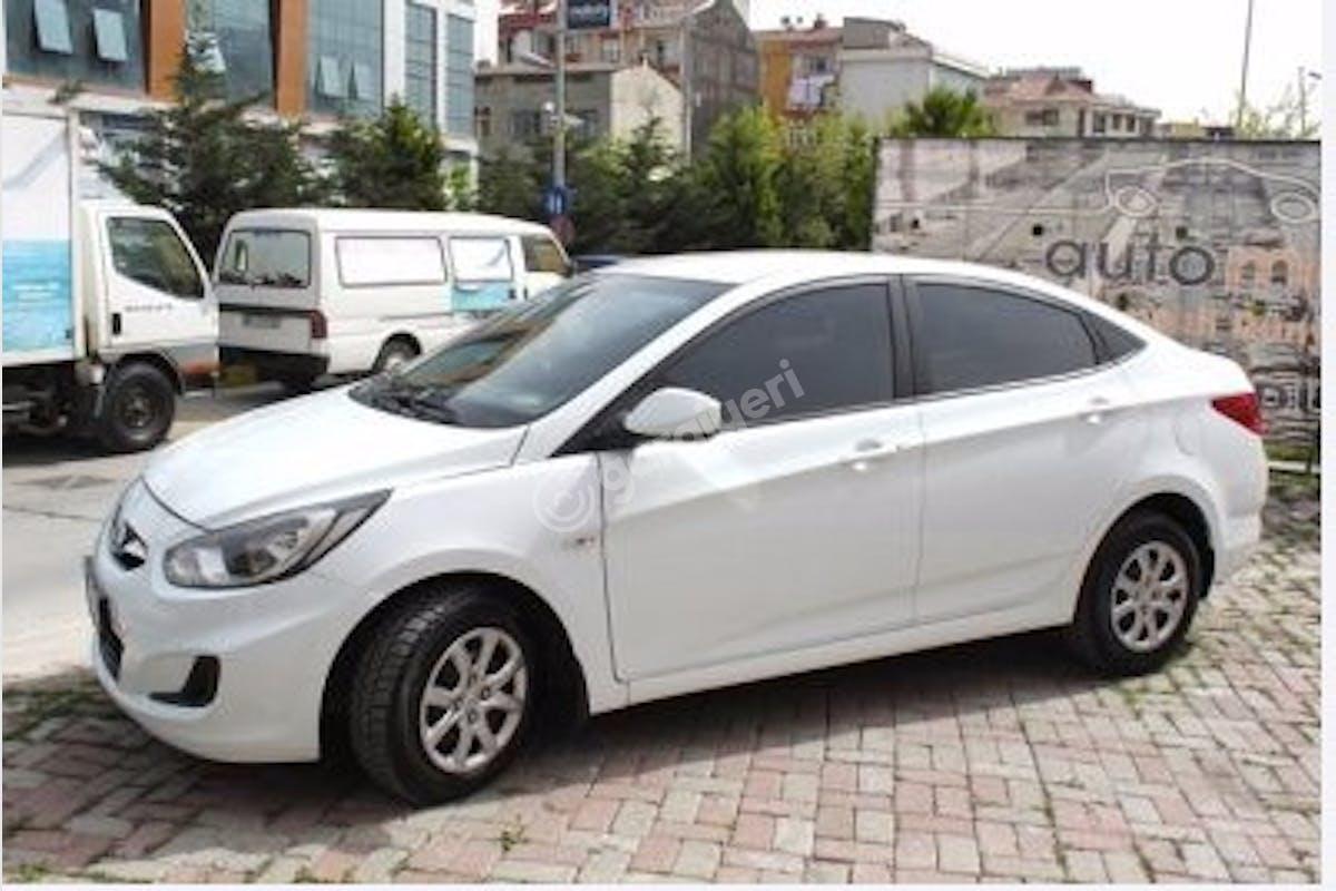 Hyundai Accent Blue Maltepe Kiralık Araç 3. Fotoğraf