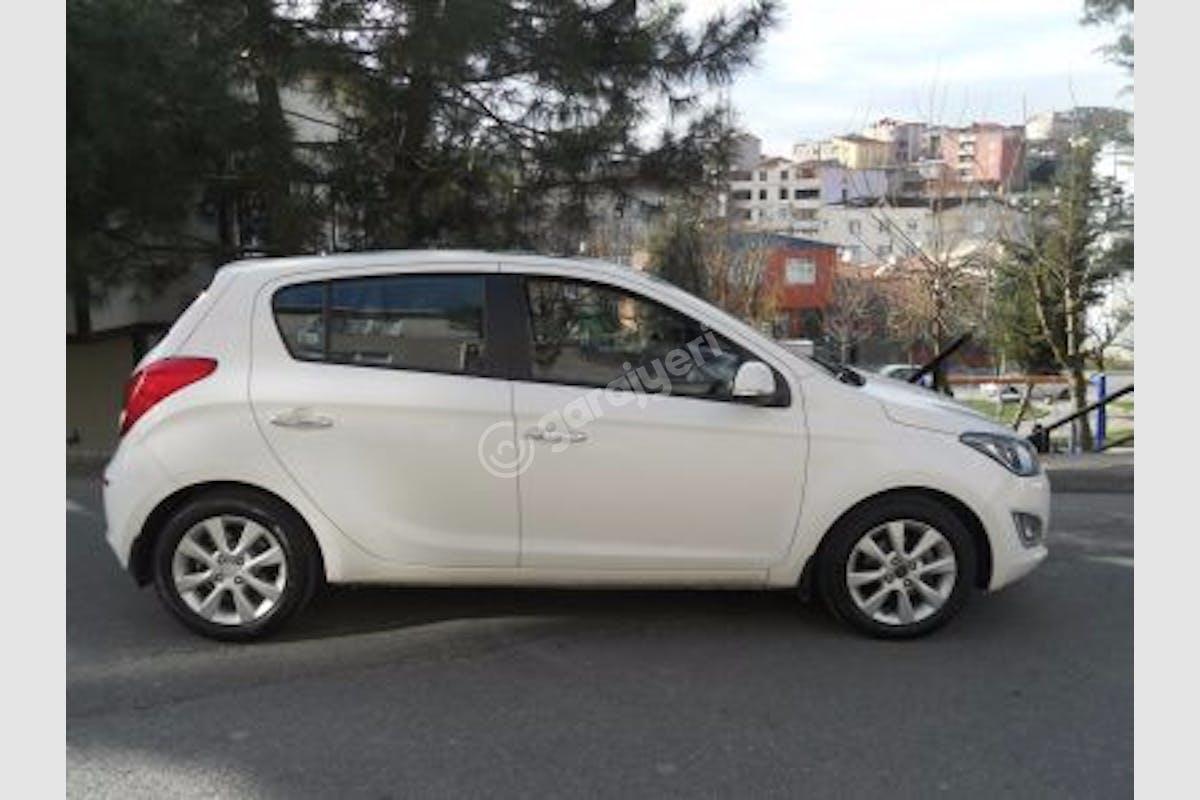 Hyundai i20 Üsküdar Kiralık Araç 1. Fotoğraf