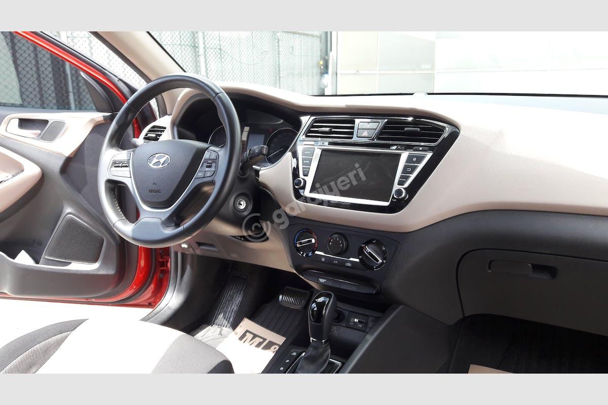 Hyundai i20 Sultangazi Kiralık Araç 8. Fotoğraf