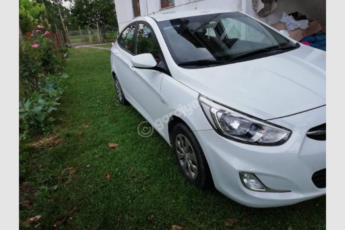 Hyundai Accent Blue Adapazarı Kiralık Araç 3. Fotoğraf