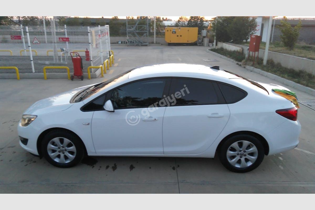 Opel Astra Sedan Merkez Kiralık Araç 4. Fotoğraf