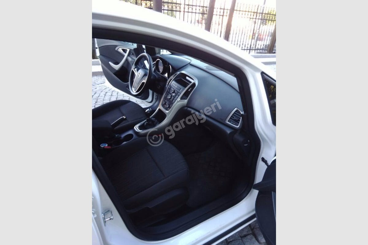 Opel Astra Gaziosmanpaşa Kiralık Araç 4. Fotoğraf