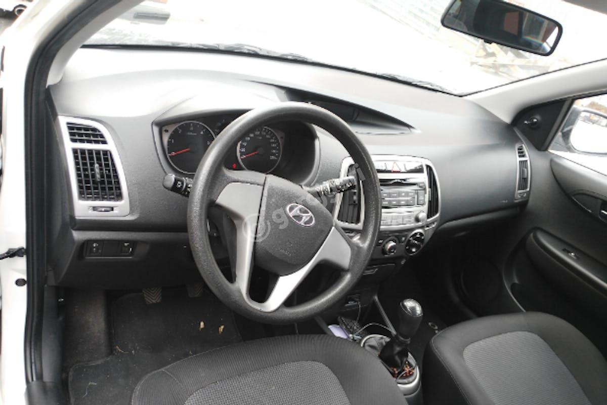 Hyundai i20 Pendik Kiralık Araç 4. Fotoğraf