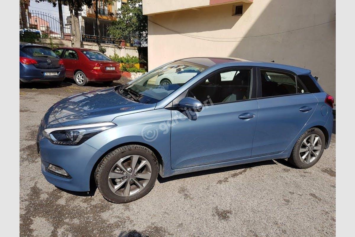 Hyundai i20 Kartal Kiralık Araç 1. Fotoğraf