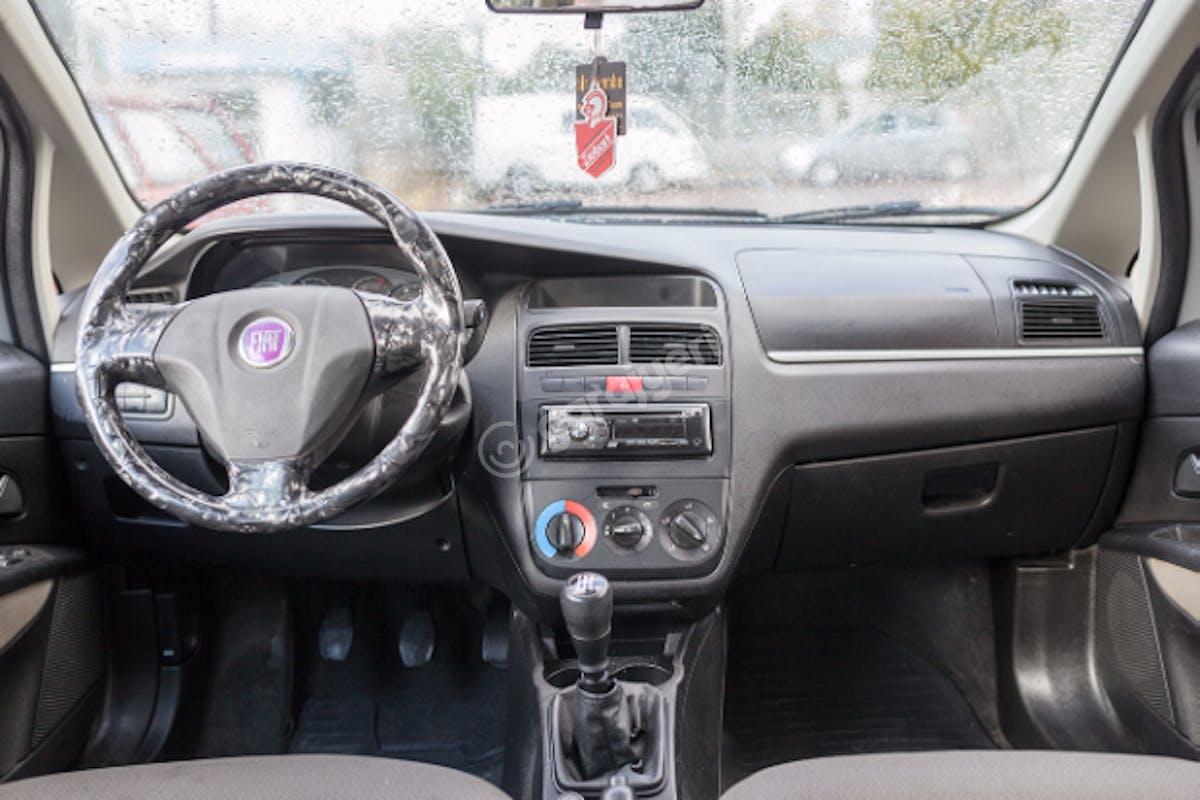 Fiat Linea Bahçelievler Kiralık Araç 5. Fotoğraf
