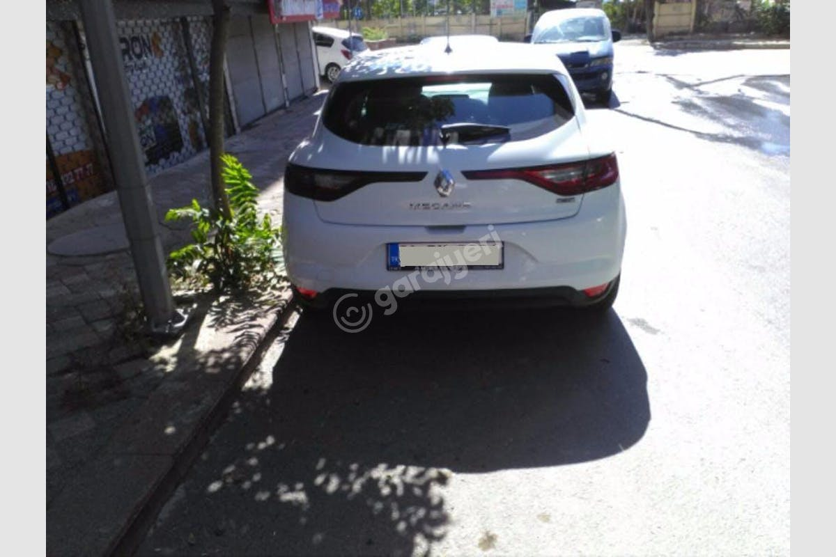 Renault Megane Zeytinburnu Kiralık Araç 2. Fotoğraf