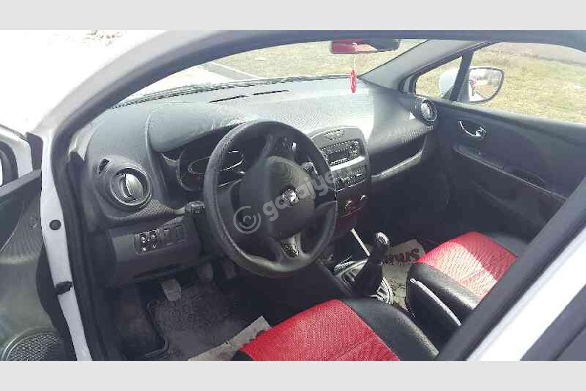 Renault Clio Merkez Kiralık Araç 3. Fotoğraf