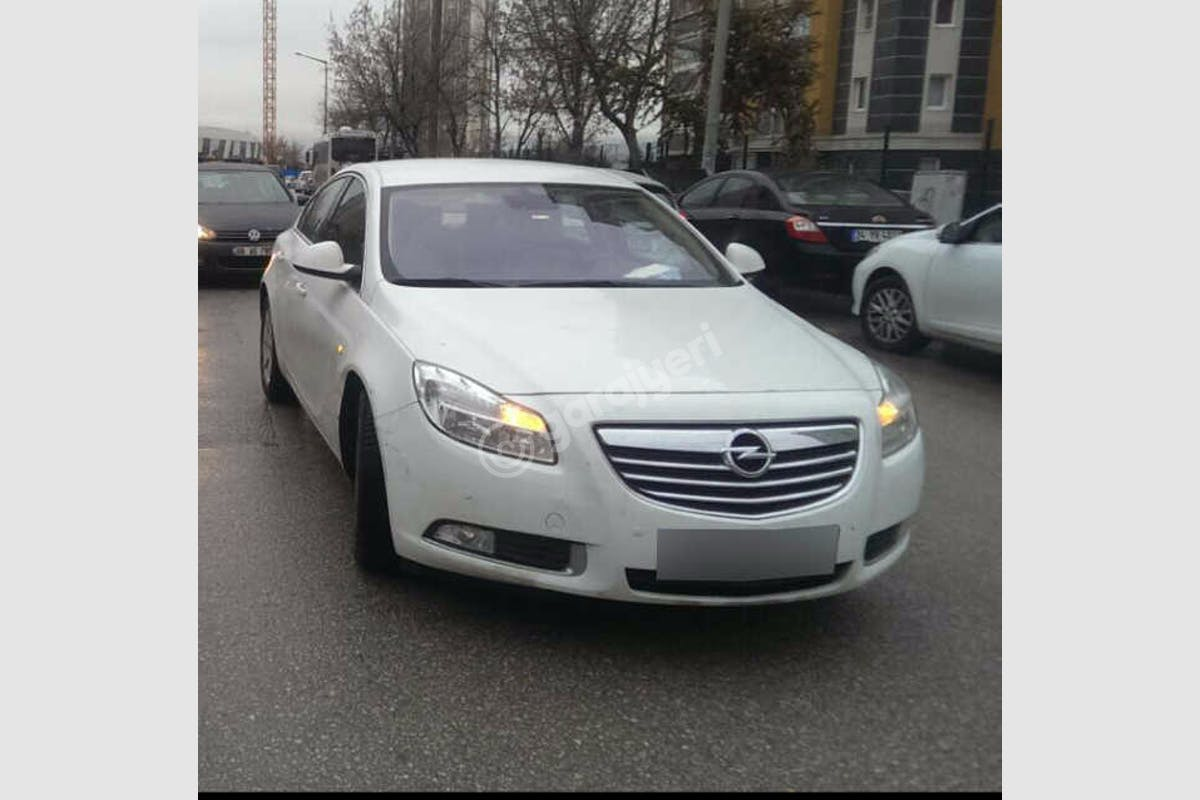 Opel Insignia Üsküdar Kiralık Araç 1. Fotoğraf