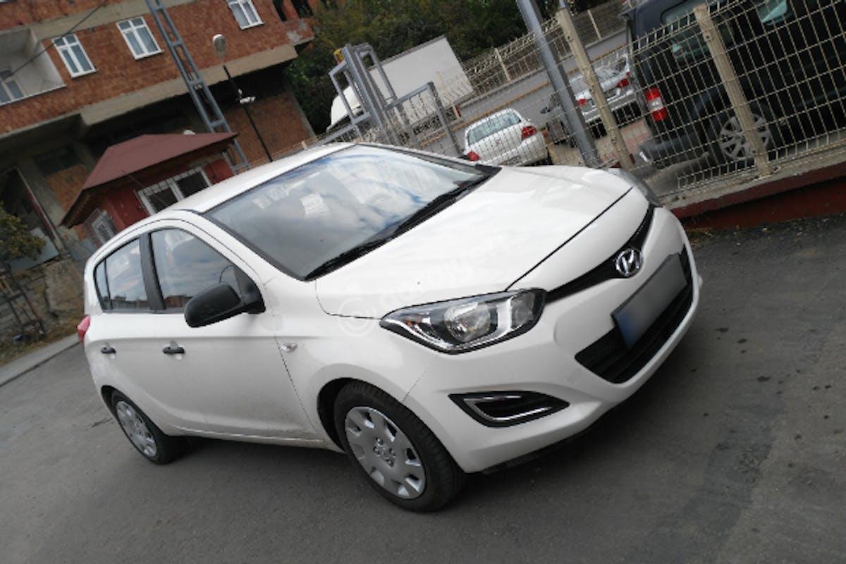 Hyundai i20 Pendik Kiralık Araç 1. Fotoğraf