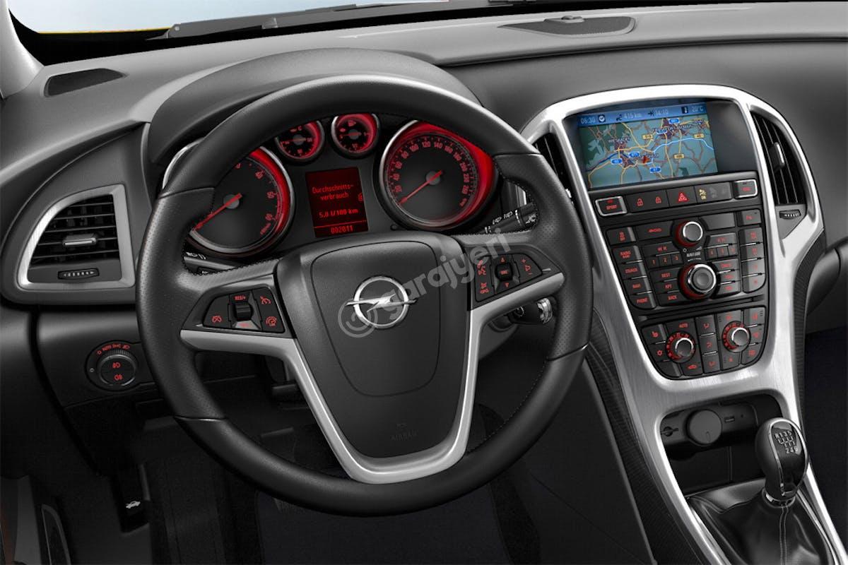 Opel Astra Sedan Merkez Kiralık Araç 6. Fotoğraf
