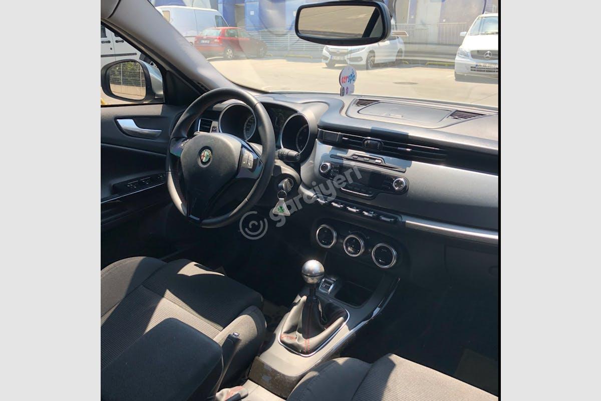 Alfa Romeo Giulietta Kağıthane Kiralık Araç 5. Fotoğraf