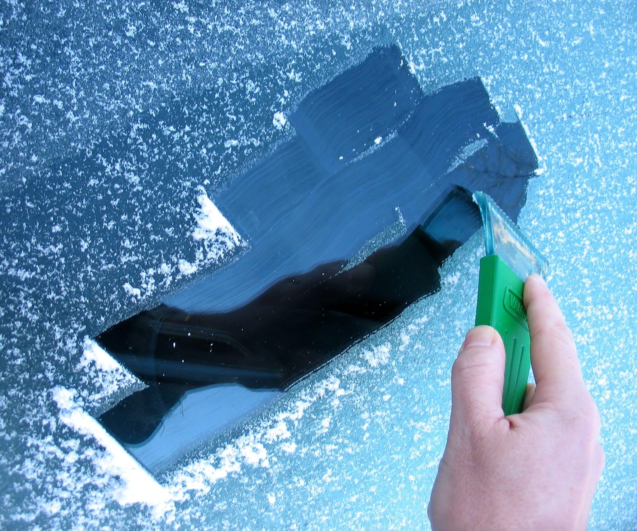 Aracınızın donan camlarını bilimle temizleyin!