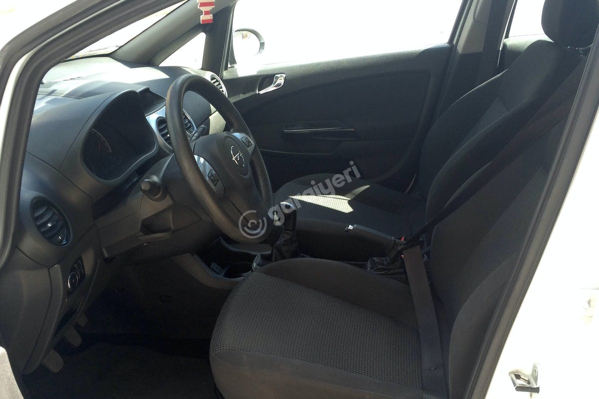 Opel Corsa Üsküdar Kiralık Araç 6. Fotoğraf