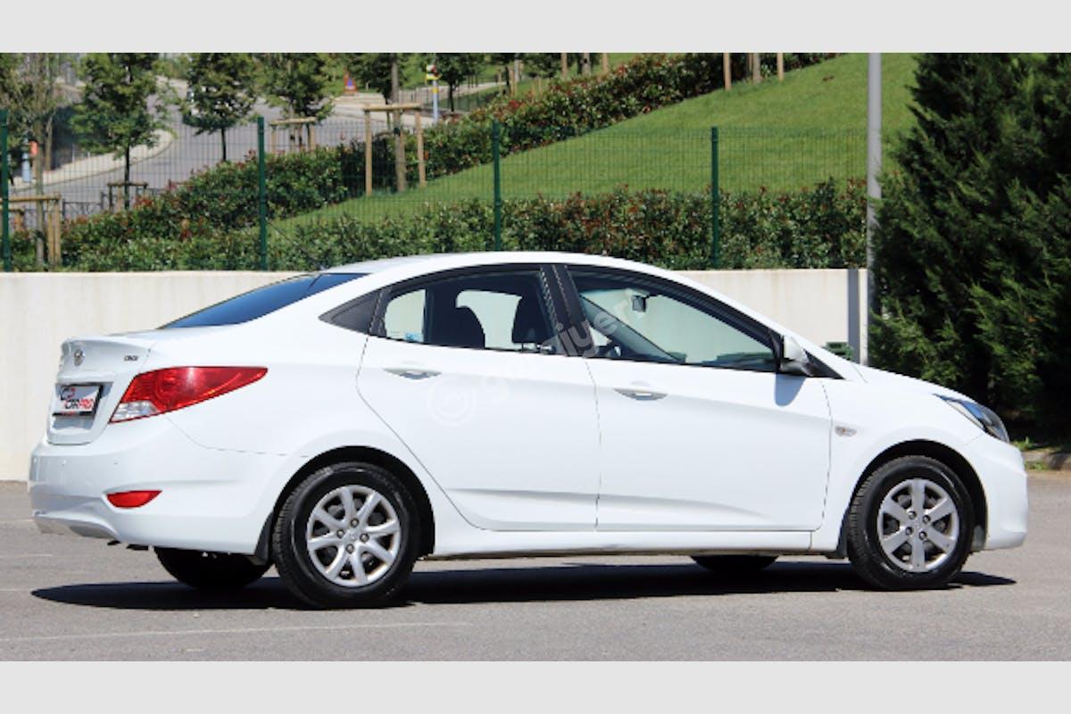 Hyundai Accent Blue Maltepe Kiralık Araç 4. Fotoğraf